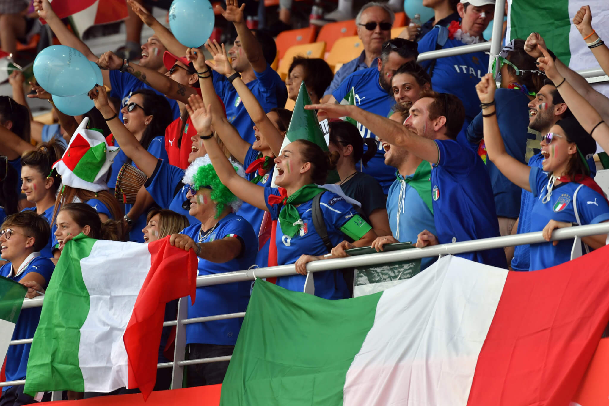italy fans scaled